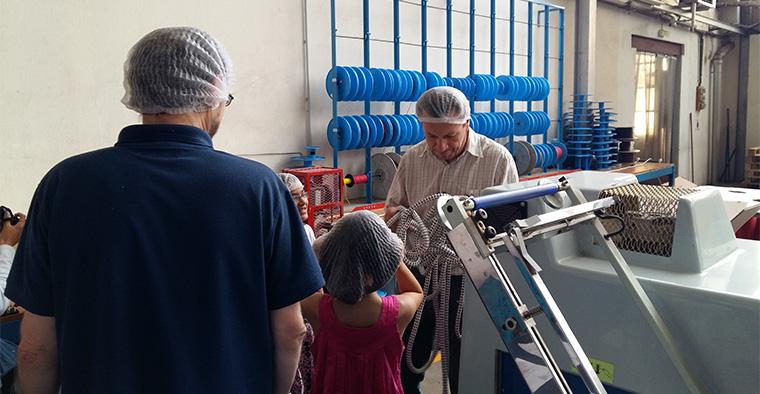Petits et grands pour la visite des ateliers de la corderie Meyer-Sansboeuf